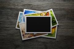 Pila de fotos coloridas fotografía de archivo libre de regalías