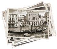 Pila de fotos viejas del vintage en Venecia fotografía de archivo libre de regalías