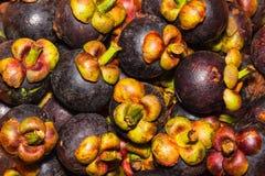 Pila de frutas del mangostán Imagenes de archivo