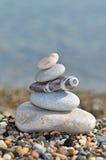 Pila de guijarros en la playa Imagen de archivo libre de regalías