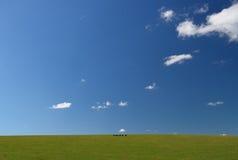 Pila de heno contra el cielo foto de archivo