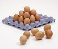 Pila de huevos en bandeja. Foto de archivo libre de regalías