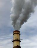 Pila de humo de la central eléctrica Imágenes de archivo libres de regalías