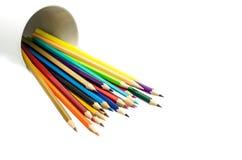 Pila de lápices coloreados en un vidrio Imágenes de archivo libres de regalías