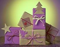 Pila de la artesanía de las cajas de regalo Año Nuevo 2016 en la madera Fotografía de archivo libre de regalías