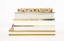 Pila de la fraseología del márketing en los libros Fotografía de archivo