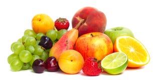 Pila de la fruta aislada en blanco Imagen de archivo libre de regalías