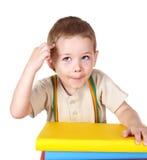 Pila de la lectura del niño de libros. Imagen de archivo