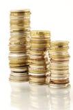 Pila de la moneda sobre blanco Fotos de archivo libres de regalías