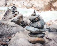 Pila de la piedra del encadenamiento de la roca Fotos de archivo libres de regalías