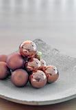 Pila de las bolas de cristal de la Navidad Fotografía de archivo
