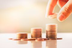 Pila de las monedas del dinero imágenes de archivo libres de regalías