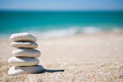 Pila de las piedras blancas Imagen de archivo libre de regalías