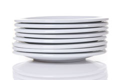 Pila de las placas de cena blancas fotografía de archivo libre de regalías