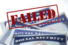 Pila de las tarjetas de Seguridad Social en fila para el retiro Imágenes de archivo libres de regalías