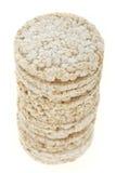 Pila de las tortas de arroz de la dieta aislada en blanco Fotografía de archivo