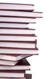 Pila de libros aislados en blanco imagenes de archivo