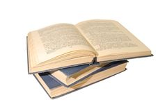 Pila de libros aislados en un fondo blanco Foto de archivo libre de regalías