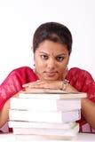 Pila de libros con las mujeres Foto de archivo libre de regalías