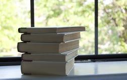 Pila de libros en alféizar Fotografía de archivo