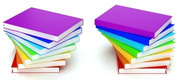 Pila de libros en colores del arco iris en el fondo blanco Imagen de archivo