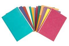 Pila de libros multicolores, manojo de libros multicolores, montón o Imagen de archivo