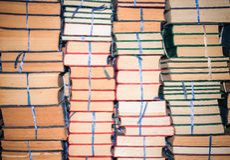 Pila de libros viejos, modelo abstracto para el fondo Imagen de archivo libre de regalías