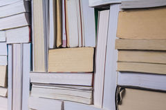 Pila de libros viejos usados Imagen de archivo
