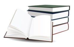 Pila de libros y del libro abierto Foto de archivo libre de regalías