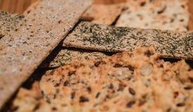Pila de los bocados del pan imagenes de archivo