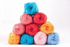 Pila de madejas coloridas Imágenes de archivo libres de regalías