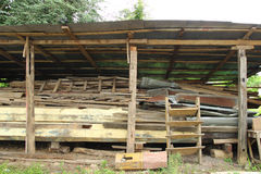 Pila de madera de construcción vieja Imagen de archivo libre de regalías