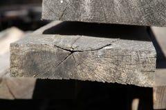 Pila de madera de construcción vieja Foto de archivo libre de regalías