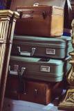 Pila de maletas del vintage Fotografía de archivo