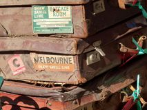 Pila de maletas viejas Imagen de archivo