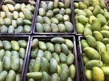 Pila de mangos verdes Fotografía de archivo