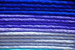 Pila de mantas tejidas tradicionales de la alpaca Fotografía de archivo