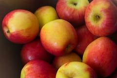 Pila de manzanas frescas Fotos de archivo