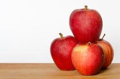 Pila de manzanas rojas Imagen de archivo