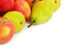 Pila de manzanas y de peras Fotos de archivo libres de regalías