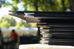 Pila de menús en la tapa de mármol Fotos de archivo libres de regalías