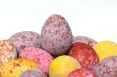 Pila de mini huevos de Pascua del chocolate Imágenes de archivo libres de regalías
