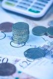 Pila de monedas de libra británica en vintage Imagen de archivo