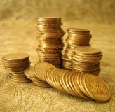 Pila de monedas de oro Fotografía de archivo libre de regalías