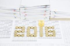 Pila de monedas de oro como 2016 Fotografía de archivo libre de regalías