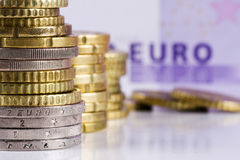 Pila de monedas euro. Fotografía de archivo