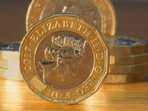 Pila de monedas de libra brit?nica foto de archivo libre de regalías
