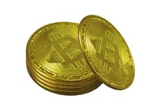 Pila de monedas de oro de bitcoins, aisladas en el fondo blanco Foto de archivo libre de regalías