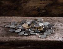 Pila de monedas viejas Fotografía de archivo