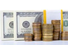 Pila de monedas y de dólares Imágenes de archivo libres de regalías